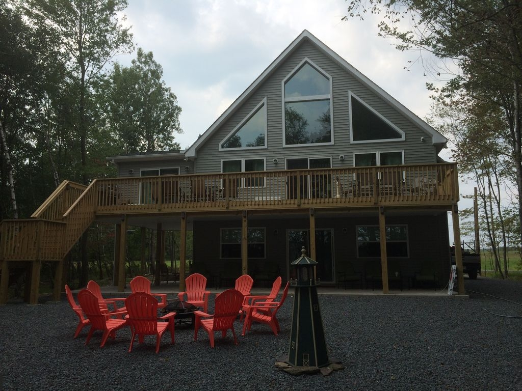 Brand New Lake Front Home For Large Gatherings