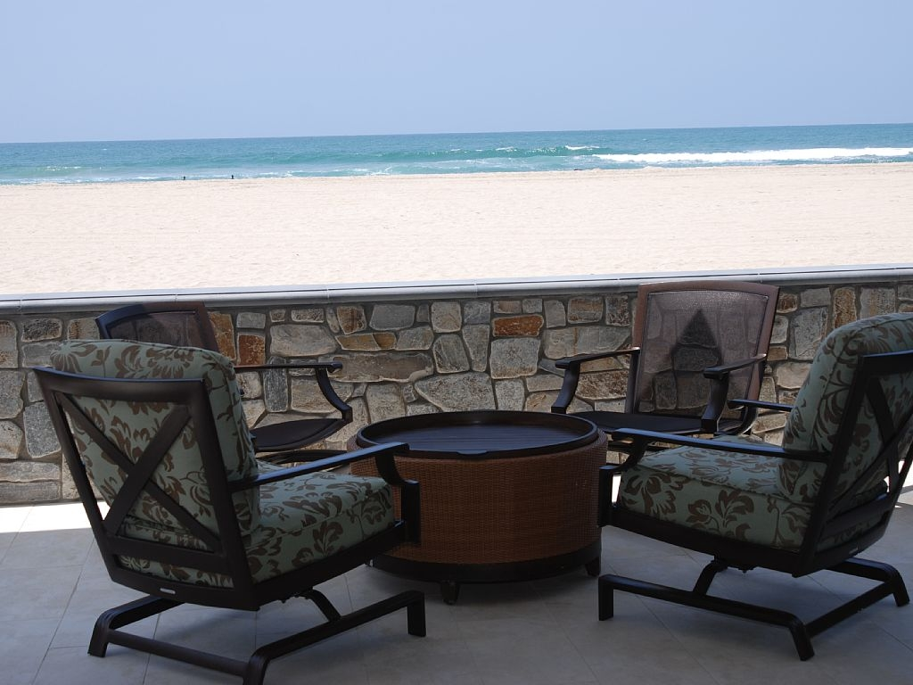 Grand Oceanfront Getaway With Top Notch Amenities And Room For Family