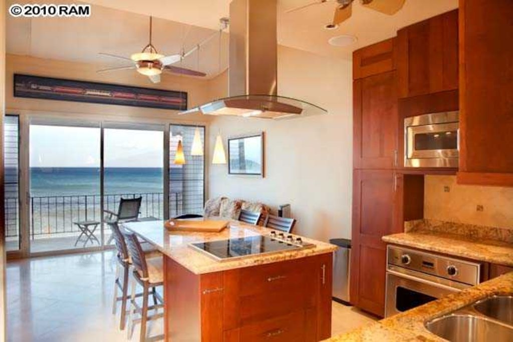 Luxury Ocean Front Condo 5 Star, 20 Feet From The Water At Pikake