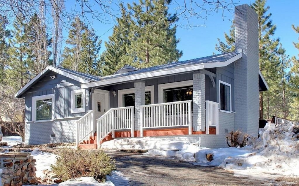 Charming Mountain Home 3 Bedroom, with WiFi, Hot Tub, Deck and Foosball Table