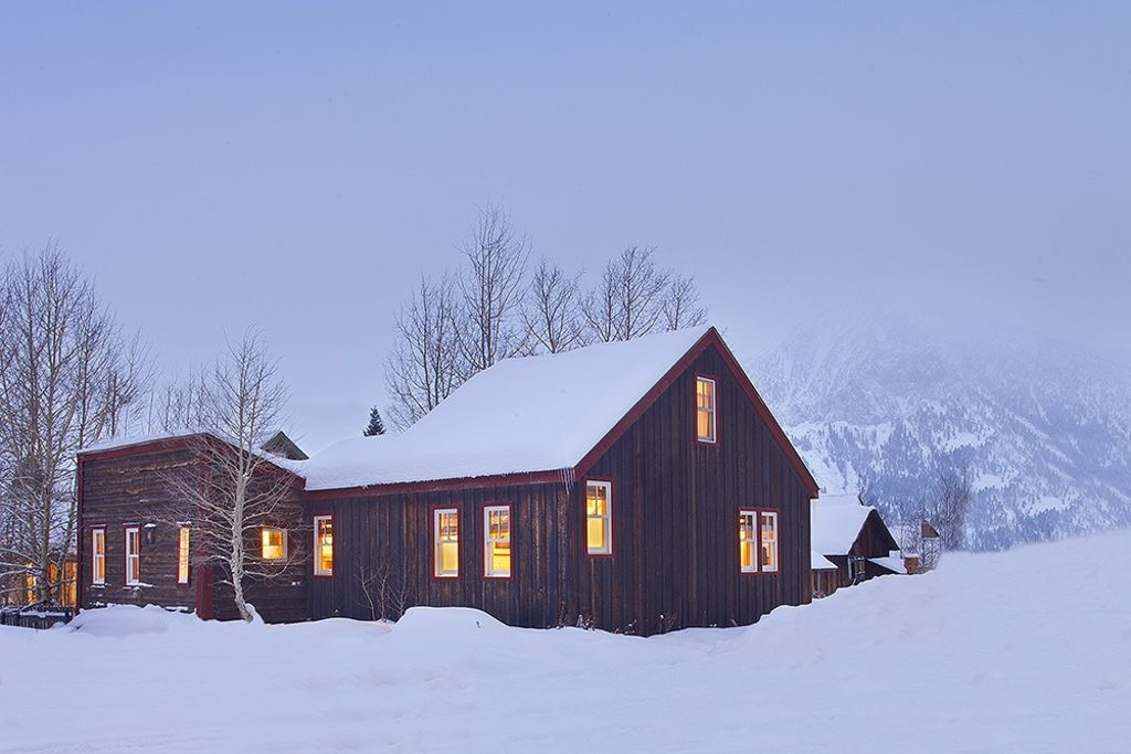 Cozy Cottage in the Heart of Town. Steps away to free shuttle to Mt. CB!