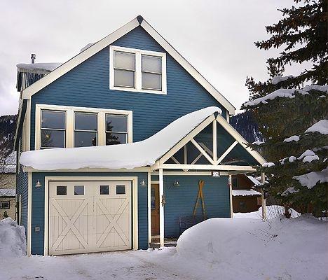 In-Town Home 4bd Sleeps 12! Mountain Views - Garage - Hot Tub - Fenced Yard