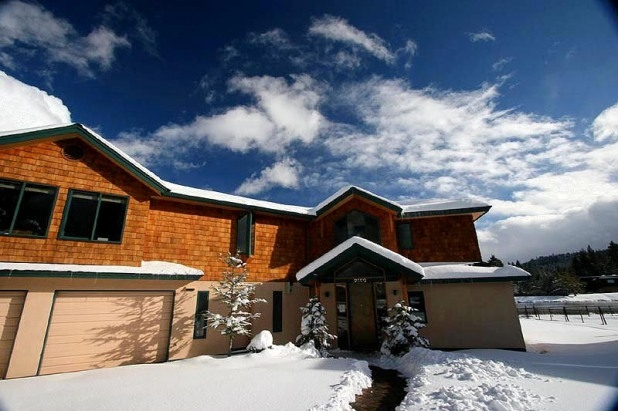 Spend your South Lake Tahoe retreat at 'Alpine Lodge,' a 4-bedroom, 3.5-bath vacation rental house!