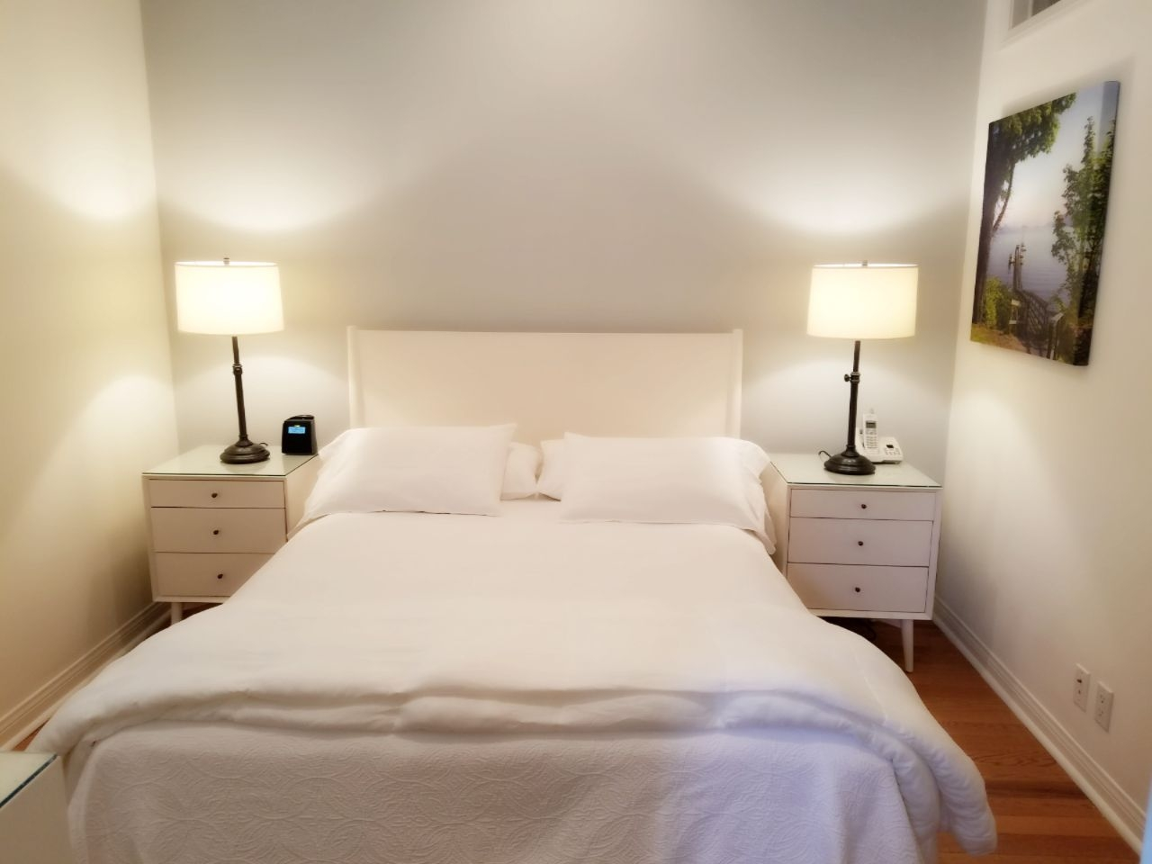 1 Block To The Beach! Luxurious Fully Furnished Santa Monica Studio Suite!